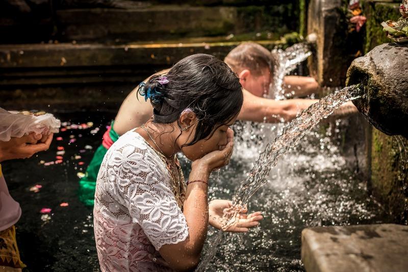 comment avoir moins chaud - rafraîchissement dans une fontaine
