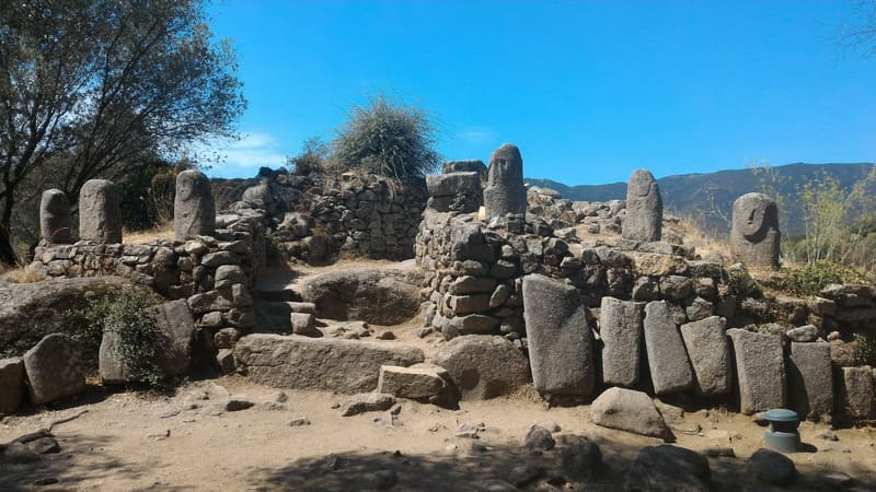 Découvrez également le village de Filitosa, un site préhistorique situé en Corse !