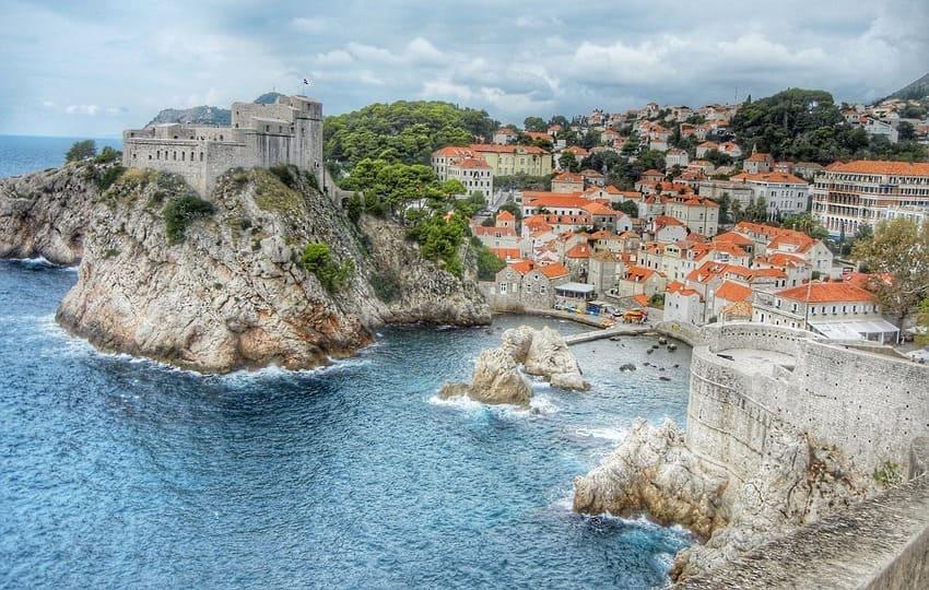 découvrez nos conseils pour bien remplir sa valise avant de partir en Croatie
