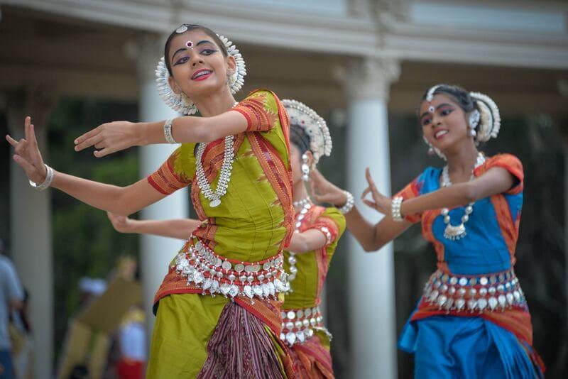 voyager seul pas cher - danse traditionnelle