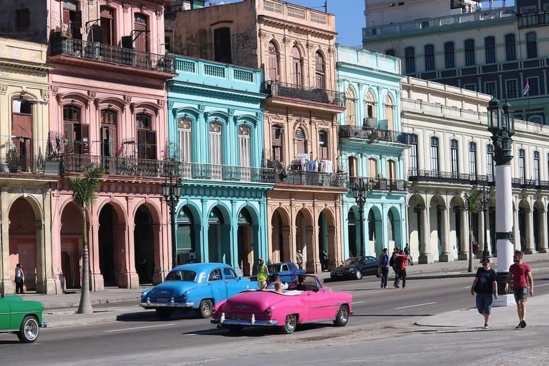 voyage à cuba - architecture et voiture de cuba